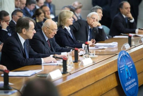 Il Presidente Giorgio Napolitano con il Ministro degli Affari Esteri Giulio Terzi di Sant'Agata e il Sottosegretario Marta Dassù nel corso della IX Conferenza degli Ambasciatori Italiani nel mondo (fonte foto: quirinale.it)